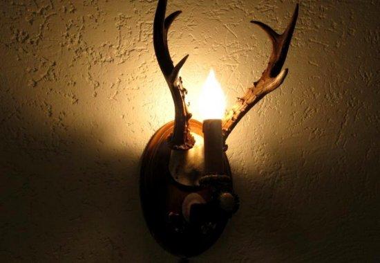 светильник из рогов косули для охотничьего интерьера