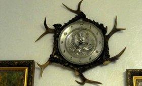 часы из рогов косули для охотничьего интерьера