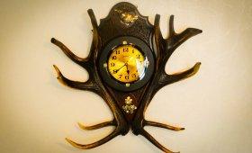 Часы - изделие из оленьих рогов