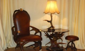 комплект мебели из лосиных рогов