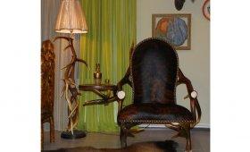 Подарок охотнику - кресло из натуральных рогов и шкур