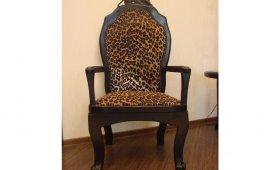 reznoe-kreslo-leopard
